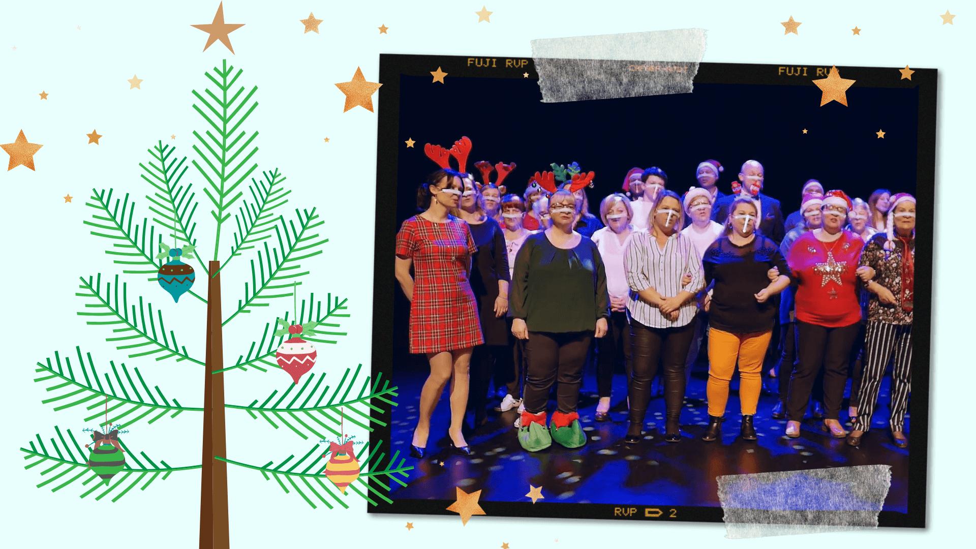 zdjęcie pracowników MCER wykonujących świąteczną piosenkę