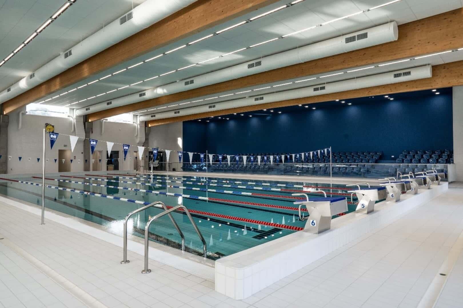Na zdjęciu widać basen sportowy