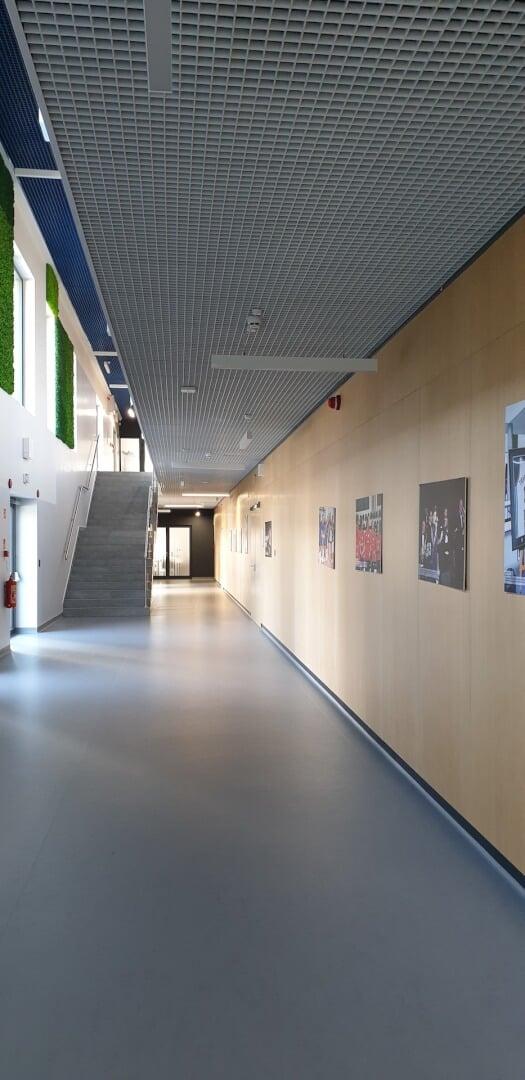 Widok na korytarz i schody